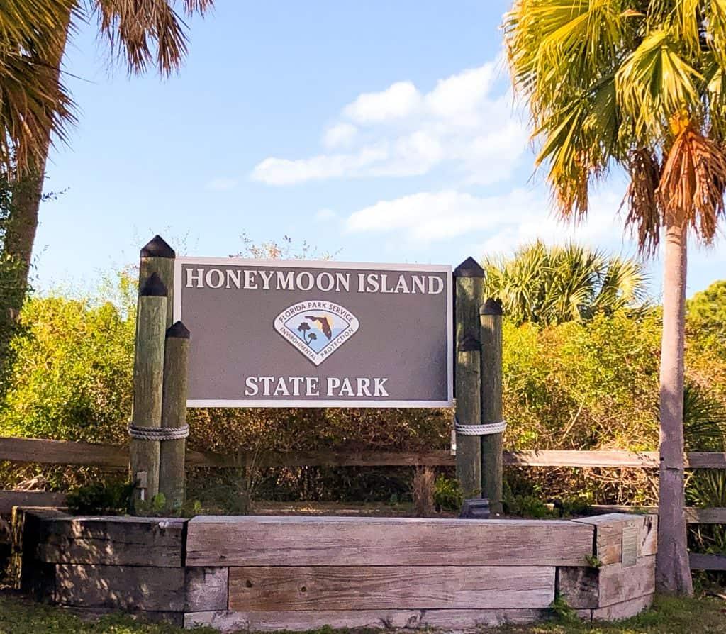 Entrance sign at Honeymoon Island